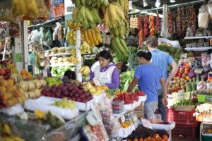 markt_surquillo_lima_peru_touren_aktivita%cc%88ten_rundreise_su%cc%88damerika_hauptstadt_perus_malecon_citytour