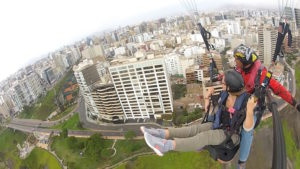 paragliding_lima_peru_touren_aktivita%cc%88ten_rundreise_su%cc%88damerika_hauptstadt_perus_malecon_citytour
