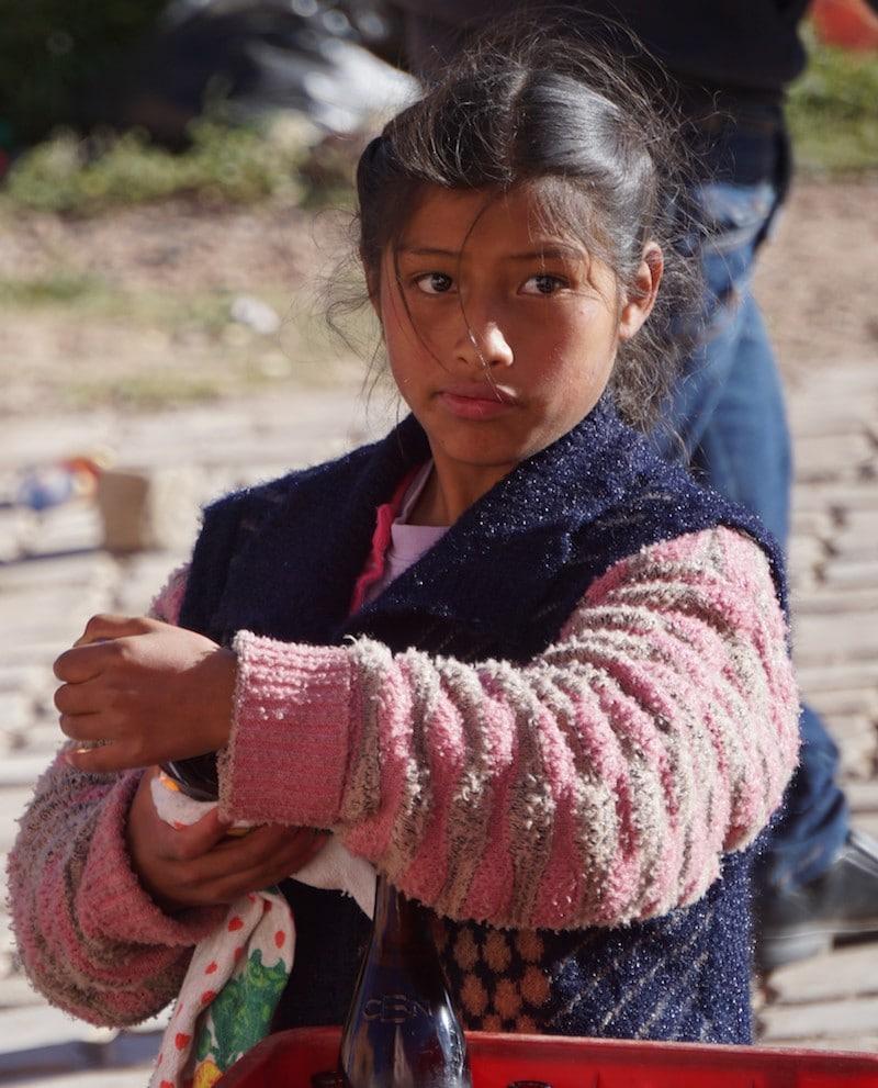 Peruanisches Mädchen in den Anden