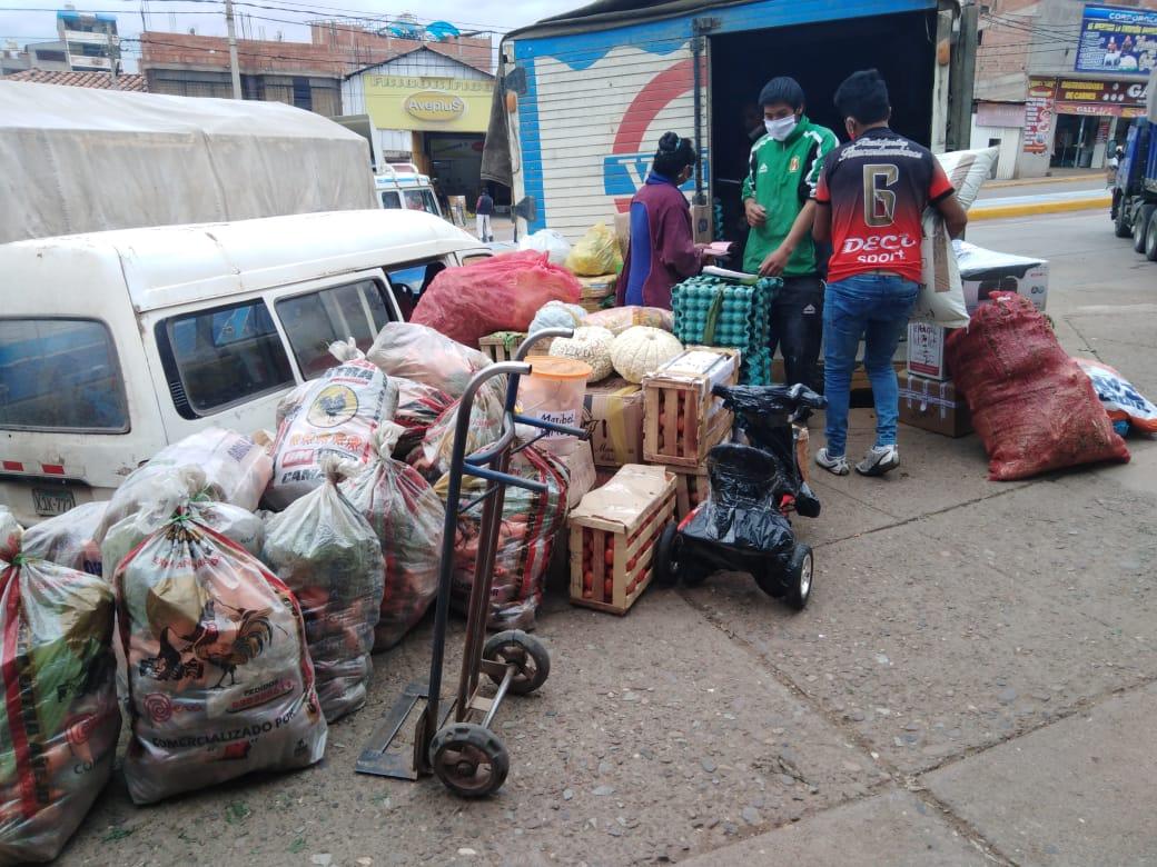 Laster mit Lebensmitteln in Cusco