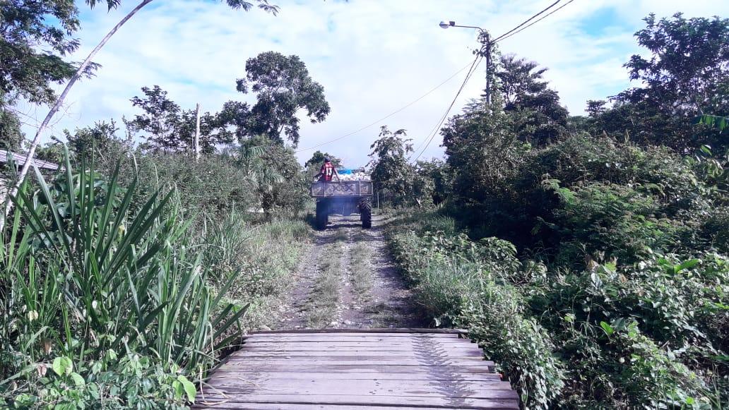 LKW auf dem Weg nach Palotoa